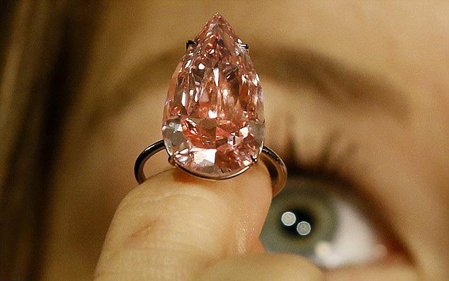史上最大梨形粉钻估价约2.5亿元 全球最贵彩钻大盘点