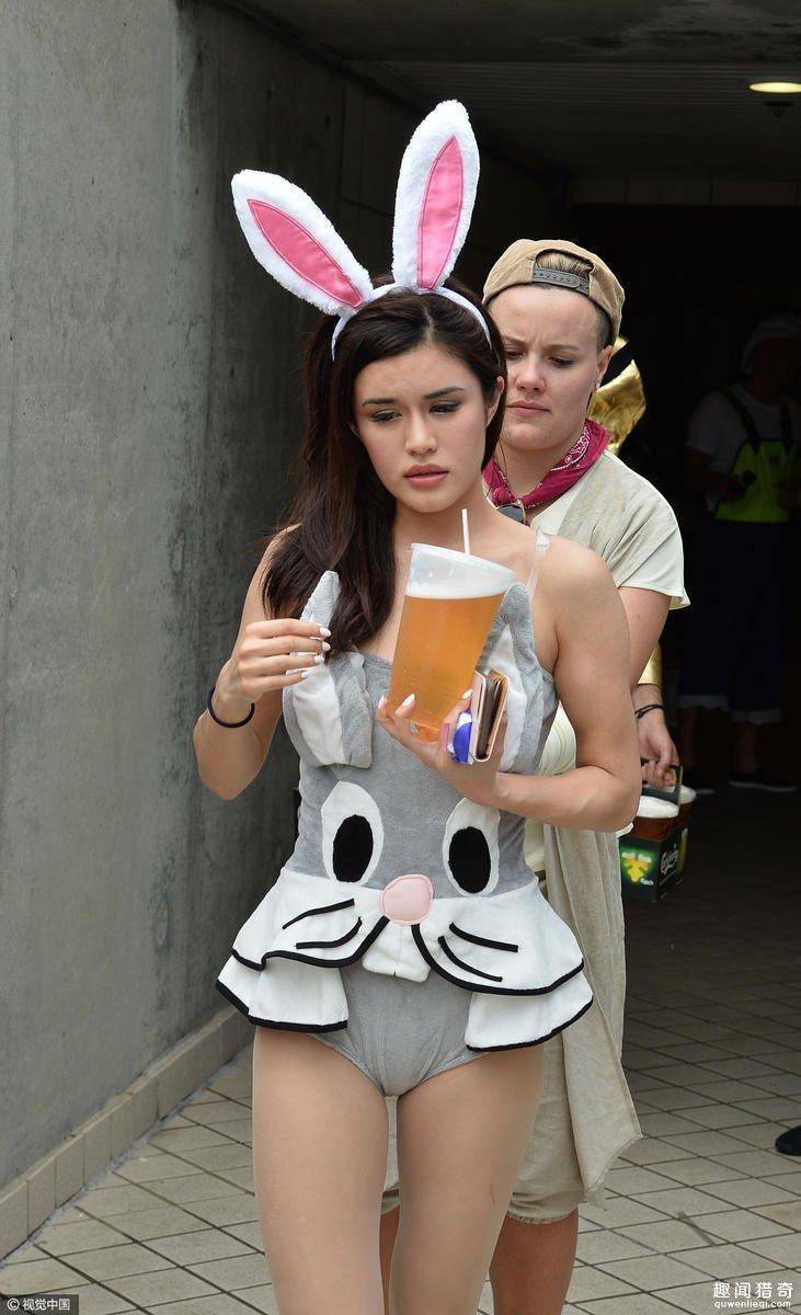 香港橄榄球赛美女球迷云集  性感兔女郎抢镜