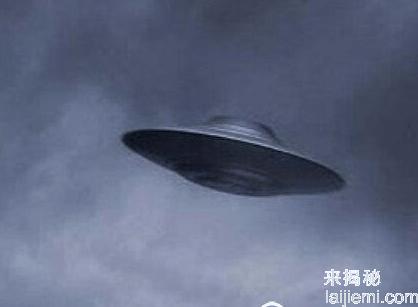 美上空出现巨型UFO 长1600多米速度远超战机