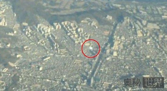 韩国首尔上空惊现神秘白色圆形UFO
