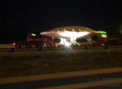 美国高速公路惊现UFO被空军运走
