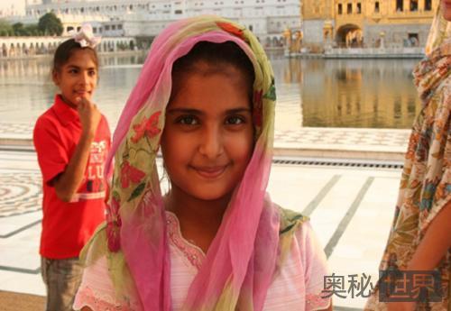 印度每年数百女孩被强迫变性