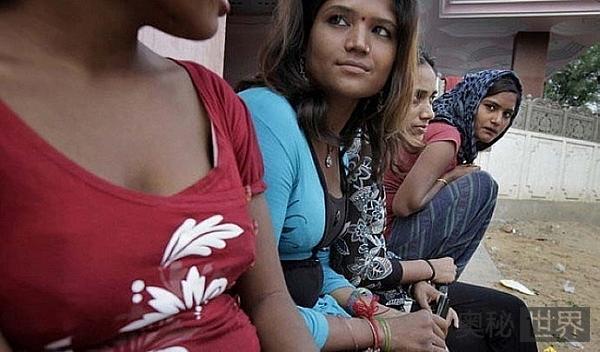 """印度小镇每个女人都做""""性奴""""养活家庭"""